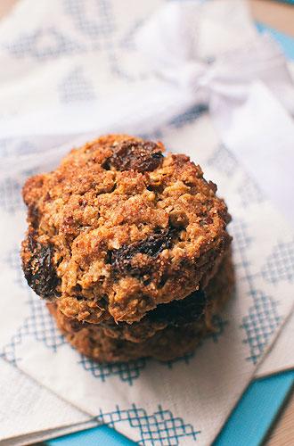 dietetyczne ciasteczka z płatkami owsianymi i rodzynkami