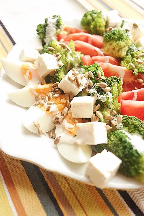 Salatka Z Brokulami Pomidorami I Jajkiem Kocie Smaki