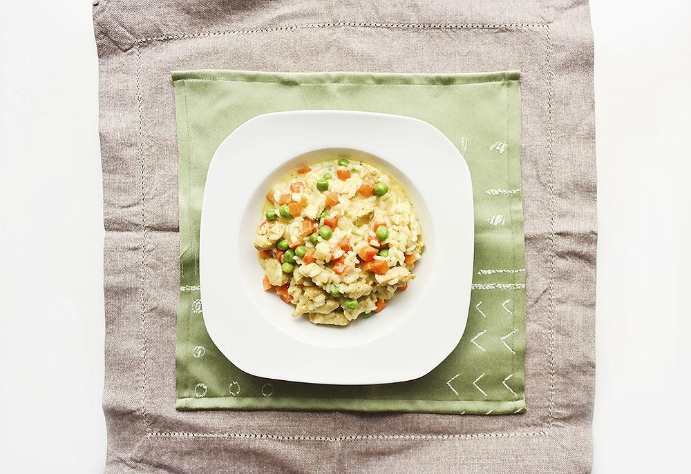 Risotto z kurczakiem i warzywami.