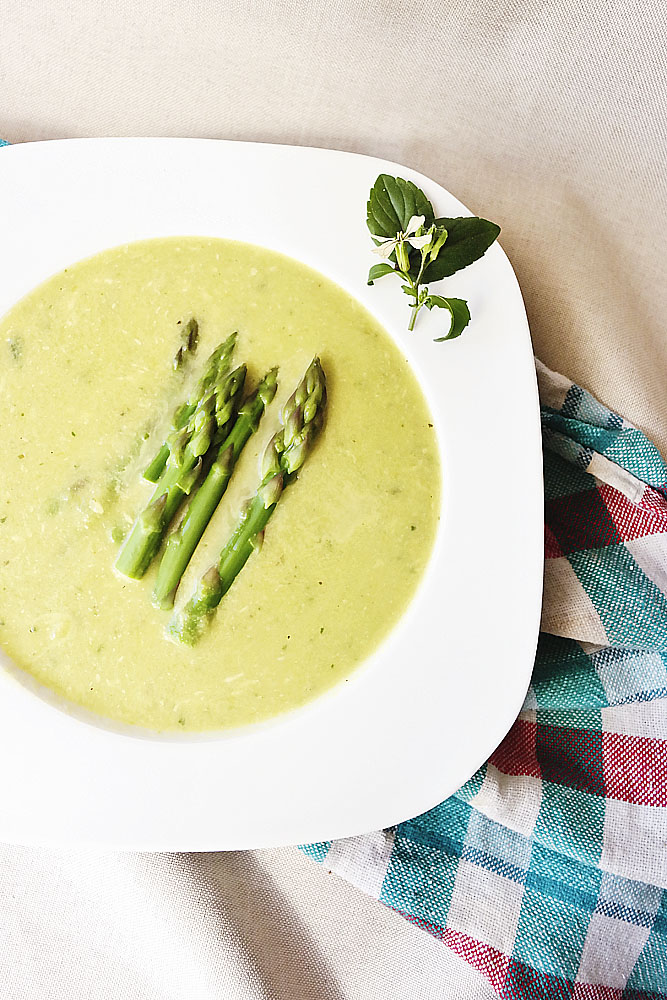 Zupa krem z zielonych szparagów.